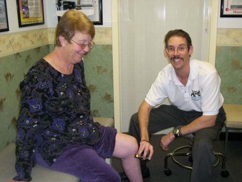 Dr. Austin performing low level laser therapy on a patient's knee